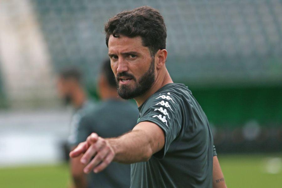ไอรตัน ปราการหลังชาวบราซิล จากทีมกัวรานี่ ทีมในลีกบราซิล